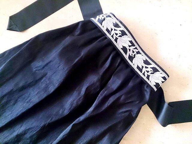 受注製作★銀のサッシュリボン付き黒いシャンタン★ミモレ丈★恋するスカートその7の画像1枚目