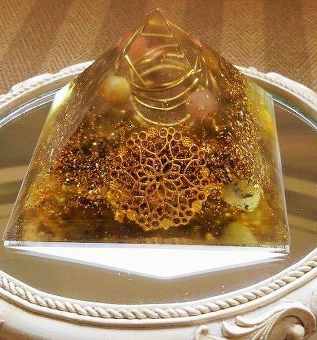 オルゴナイト 金運ピラミッド(中)の画像1枚目
