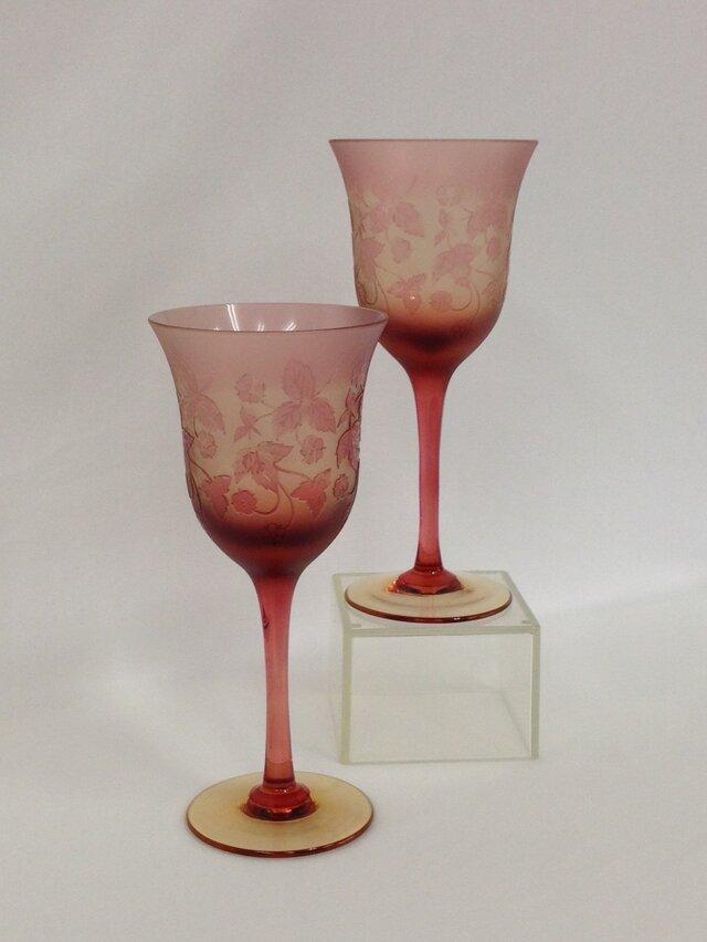 ワイルドストロベリーワイングラス(ペア)の画像1枚目
