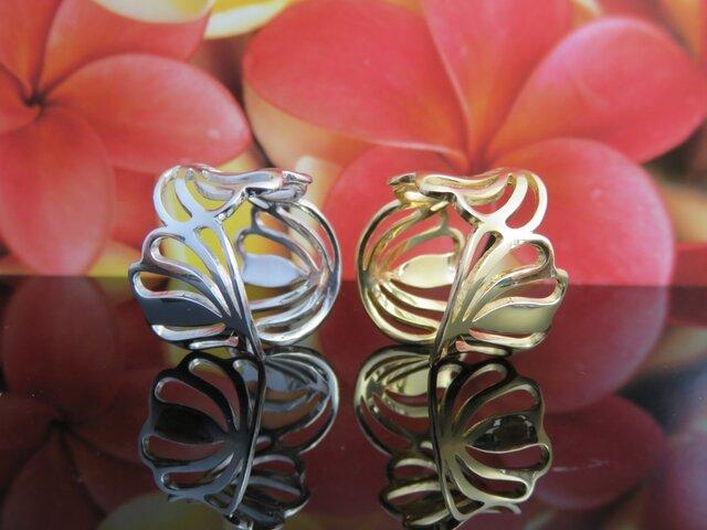 Shell Flower Ring  貝とリリーがモチーフの指を柔らく包み込むリングの画像1枚目