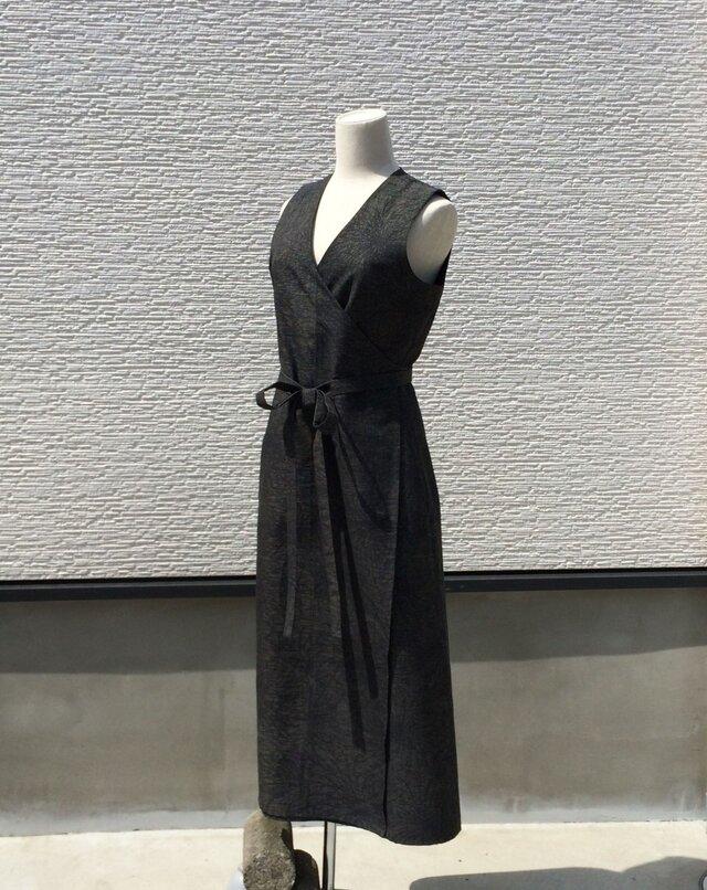 【SOLD OUT】紬のノースリーブラップドレスの画像1枚目