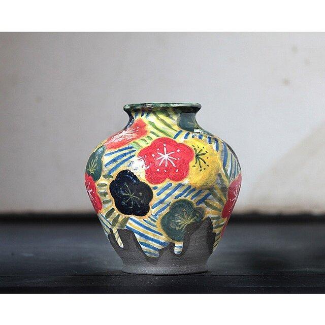 梅と流水紋様の色絵壺の画像1枚目