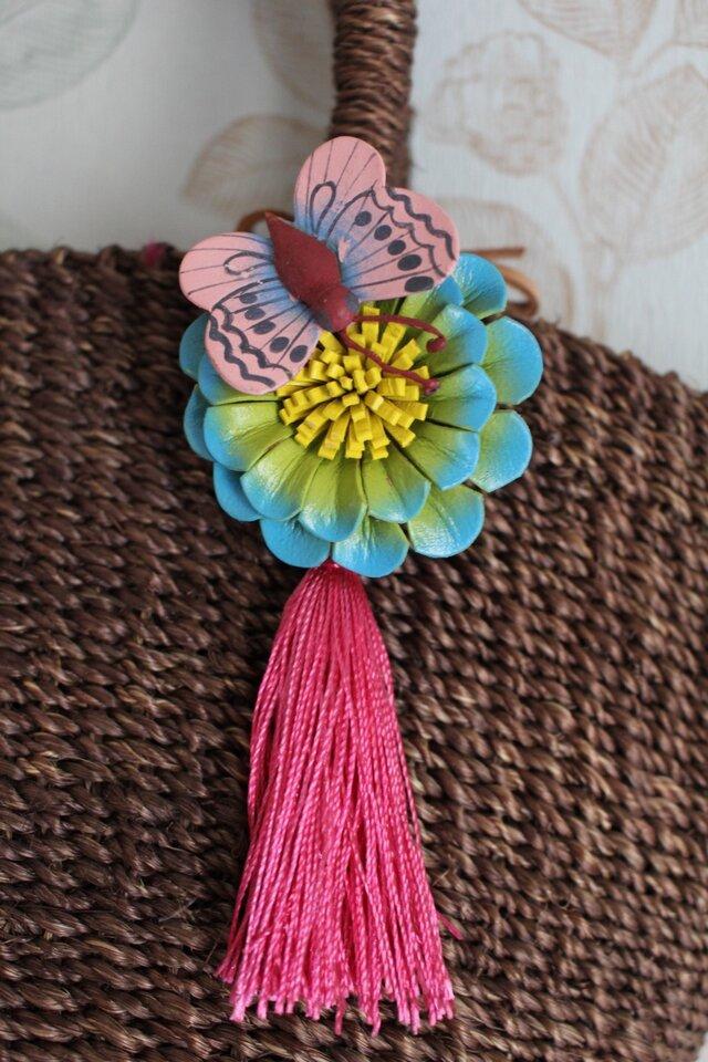 ちょうちょのとまったお花のタッセルバッグチャームの画像1枚目