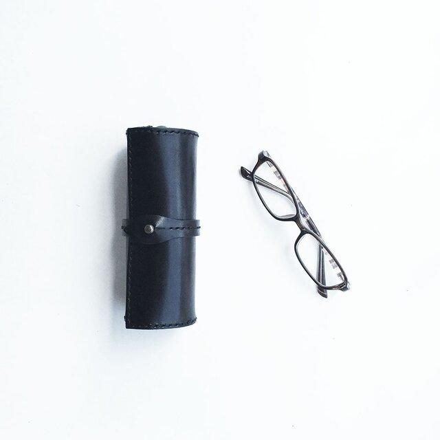 栃木レザーを使った巻物メガネケース 黒の画像1枚目