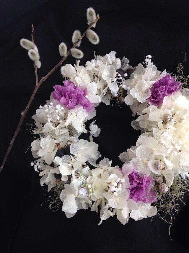 かすみ草の花言葉は「感謝」とカーネーションを。の画像1枚目