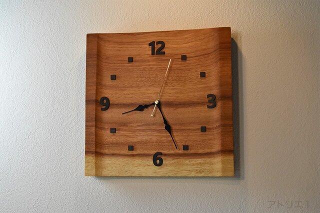 日の出前の朝焼けのパノラマのような木目がすがすがしい木の時計【クオーツ時計】の画像1枚目