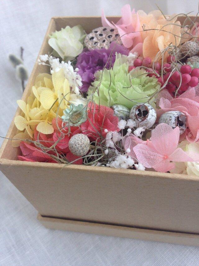 お花箱  カーネーションと感謝のかすみ草の画像1枚目