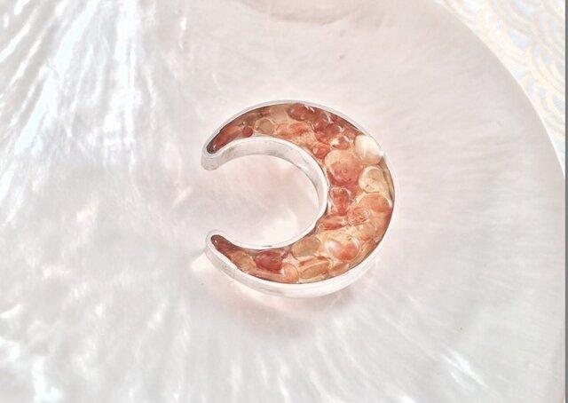 バルト海産琥珀◇三日月◇SVブローチの画像1枚目