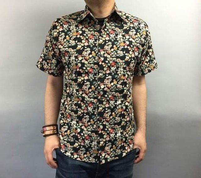 半袖花柄シャツの画像1枚目