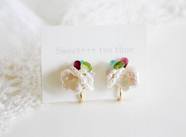 rainbow★淡水真珠とカラフルな天然石の刺繍イヤリングの画像1枚目