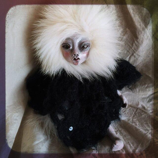 【訳あり】クロスボディ人形(白髪)の画像1枚目