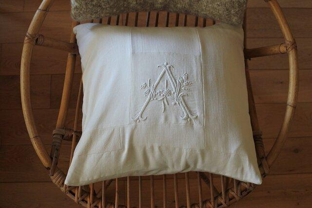 Sale!4800→4300モノグラム刺繍クッションカバーの画像1枚目