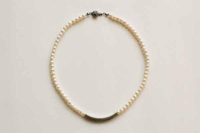 淡水パールとチューブパーツのネックレス(シルバー)の画像1枚目