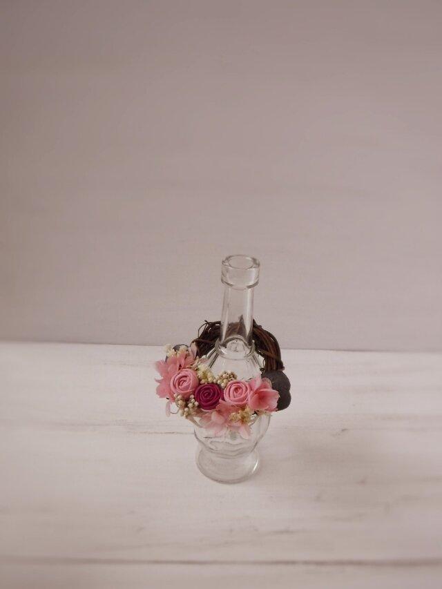 フレグランスボトルリース(まりバラ、ピンク&ワインレッド)の画像1枚目