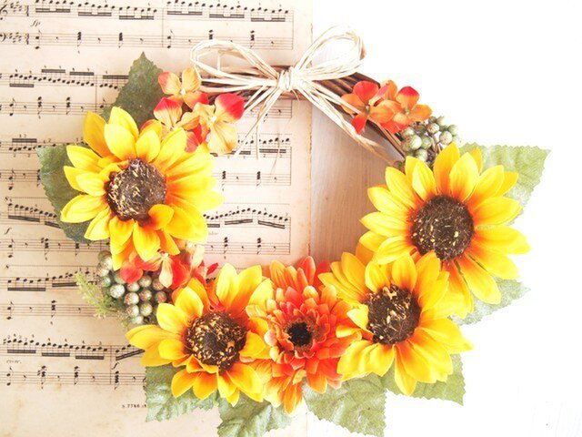 ビタミンカラーが可愛い向日葵の華やかリースM1の画像1枚目