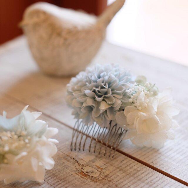 髪かざり ブルーのお花の画像1枚目
