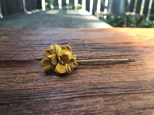 革花のヘアピン(ビーズ)ミニ  カラシの画像1枚目