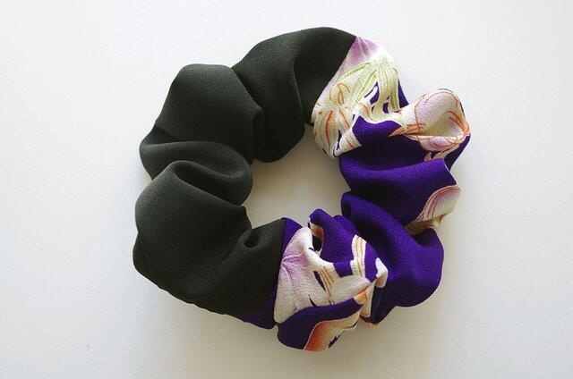 大き目 着物シュシュ  黒×紫に梅の画像1枚目