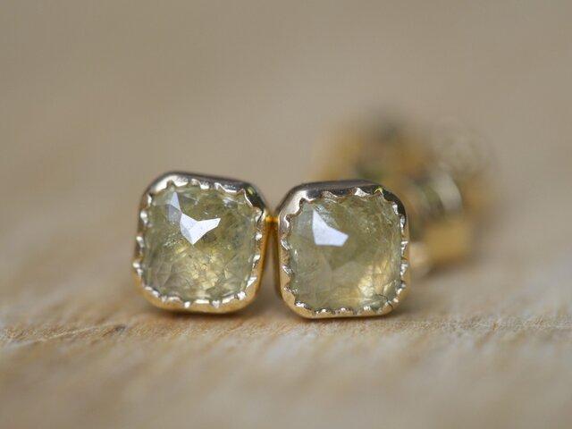 Pale Yellow Diamond ピアスの画像1枚目