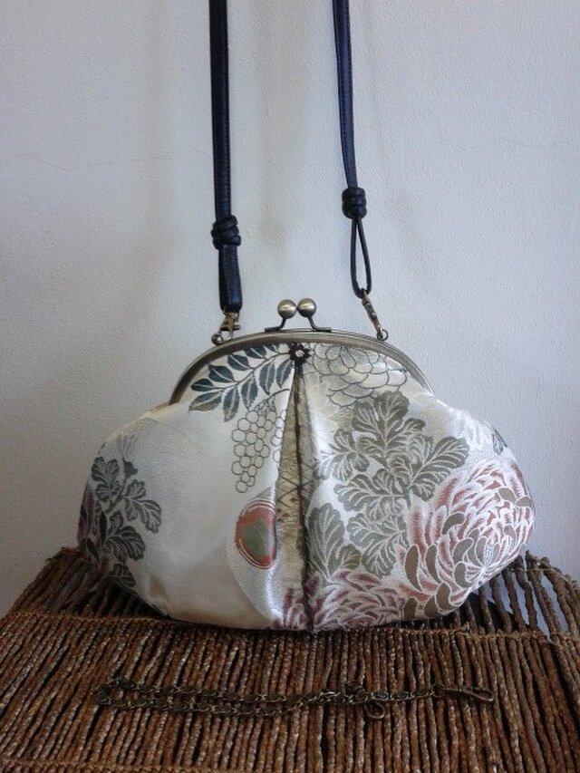 庭園花柄・アンティーク丸帯リメイク・はまぐり形・がま口バッグの画像1枚目
