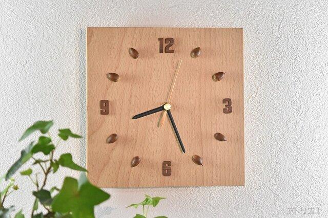 ブナの木とどんぐりで自然の恵みを感じられるインテリア掛け時計【クオーツ時計】の画像1枚目