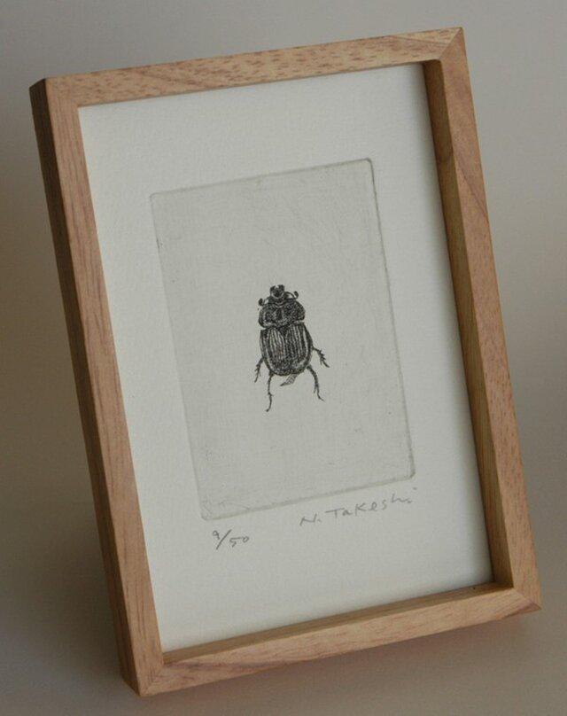 こがね虫・2011/銅版画(額あり)の画像1枚目