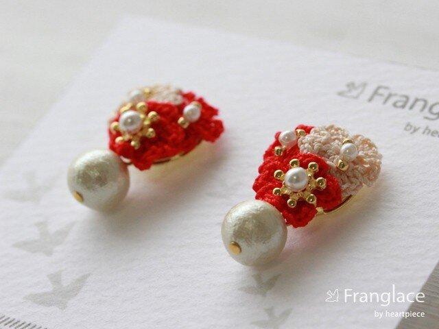 3枚花かさねコットンパールのピアス(赤・ベージュ・赤)の画像1枚目