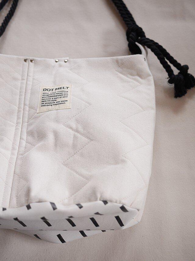 quilting patchwork bucketbag (white)の画像1枚目