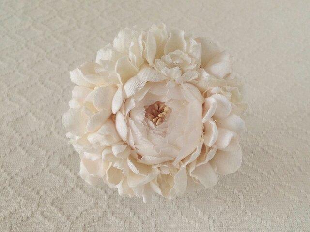 染め花のコサージュブローチ(バラ・オフホワイト)の画像1枚目
