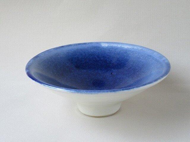 食卓に涼し気な皿小鉢の画像1枚目