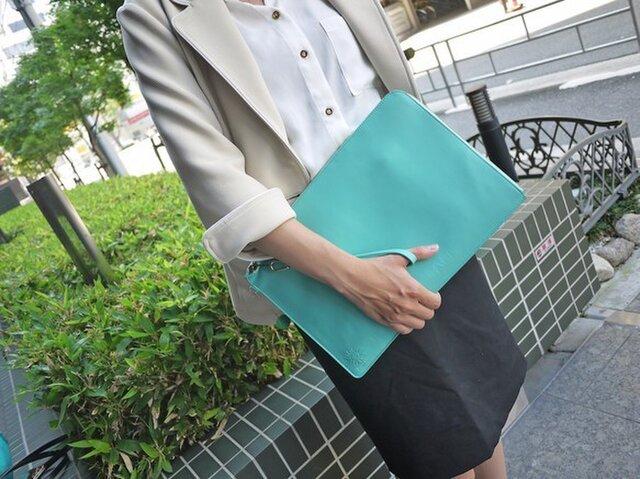 Macbookケース【クラッチバッグ】カウレザー 本革 Turquoise 名入れできますの画像1枚目