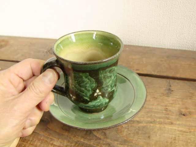 イッチン花模様カップ&ソーサ(緑)の画像1枚目