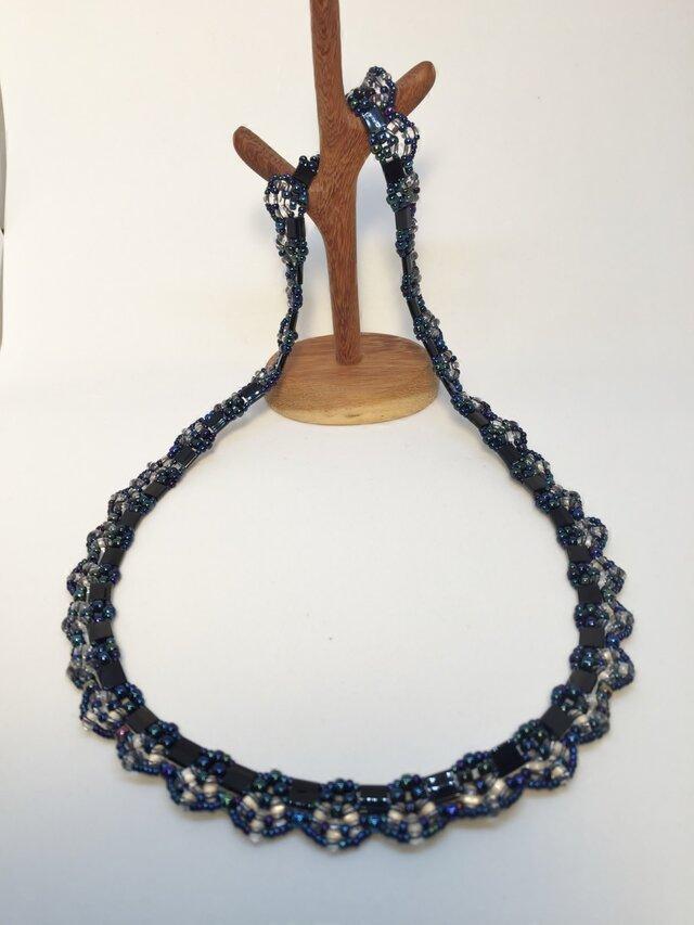 ブラックティラビーズを使ったネックレスの画像1枚目