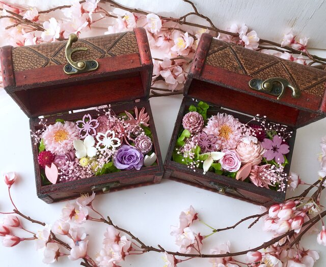 ご結婚お祝いや敬老の日プレゼントに お花の木箱の画像1枚目