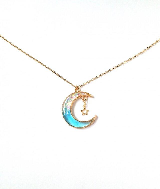 煌めく青い月のネックレスの画像1枚目