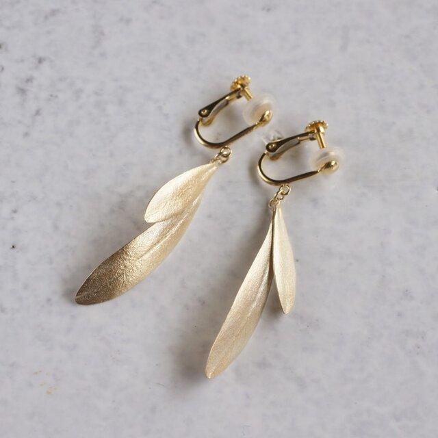 Olive leaves earrings {EP047K10}の画像1枚目