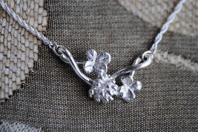 《受注制作》しろつめ草の花&四つ葉²のネックレスの画像1枚目