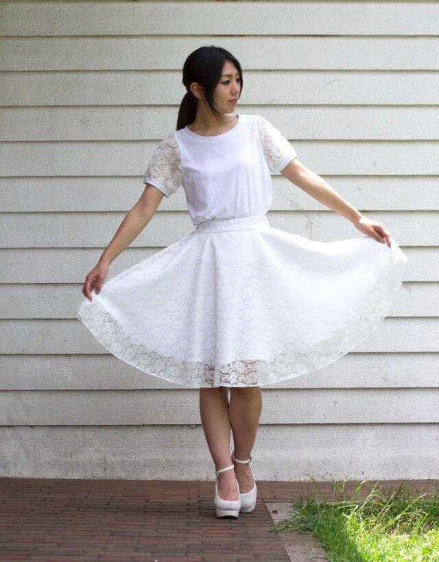 純白レースのミモレ丈フレアースカートの画像1枚目