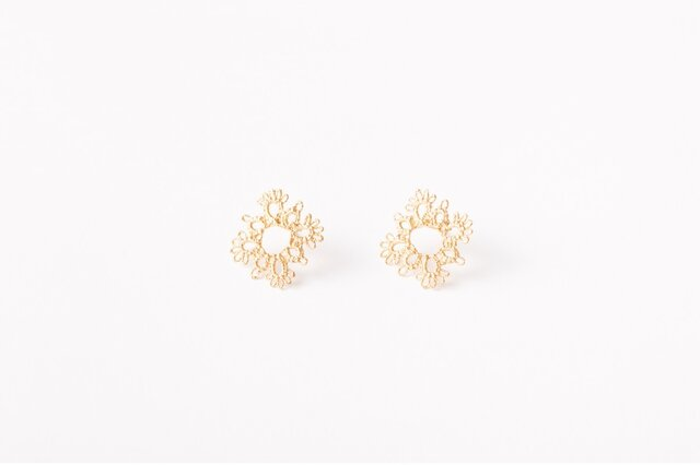 Lace pierced earring Square goldの画像1枚目