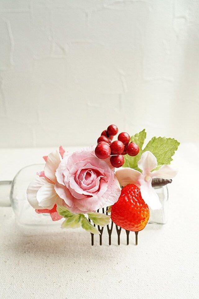 いちごとピンクのバラのフラワーコームの画像1枚目