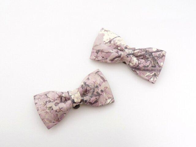 しだれ桜の革で作ったりぼんコサージュの画像1枚目