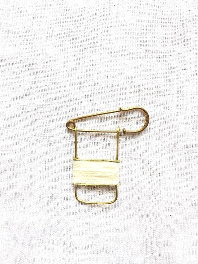 ブラスラインブローチ whiteの画像1枚目