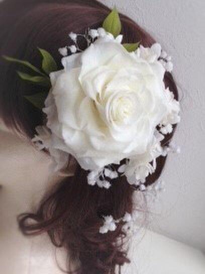 Bridal head dressプリザーブドフラワー白のローズメリアとアジサイ、カスミソウの画像1枚目