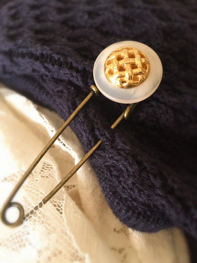 アンティークボタンのストールピンの画像1枚目
