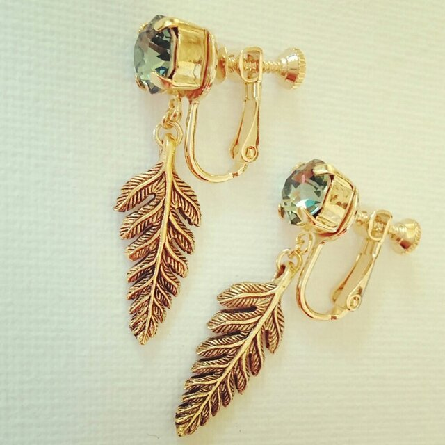 SWAROVSKI fern earringの画像1枚目