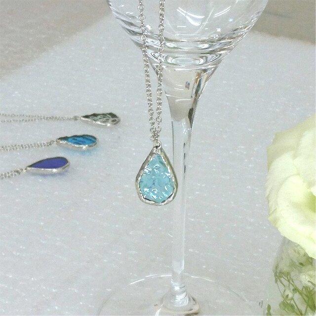 ステンドグラスのネックレス【ひとしずく】ウォーターブルーの画像1枚目