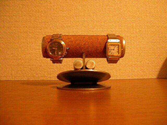 変な顔の腕時計スタンドの画像1枚目