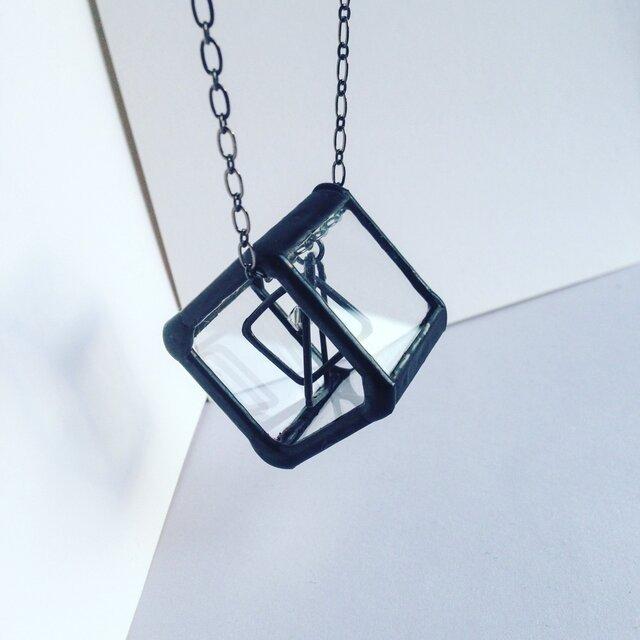 ステンドグラスの四角シカクネックレスの画像1枚目