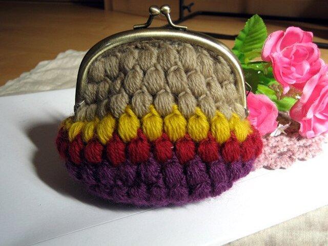 ころんとした姿が可愛い玉編みのがま口 * 紫系の画像1枚目