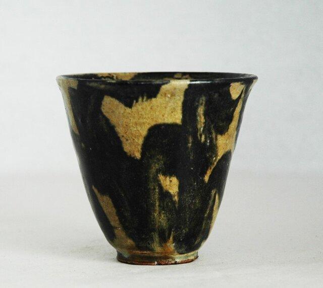 黄土と黒のぐい飲みの画像1枚目